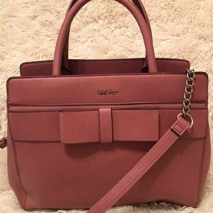 Pink handbag with bow in front